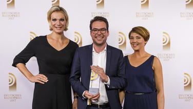 Zu sehen sind Philipp Goewe und Melanie Fuchs beim Deutschen Radiopreis 2017.