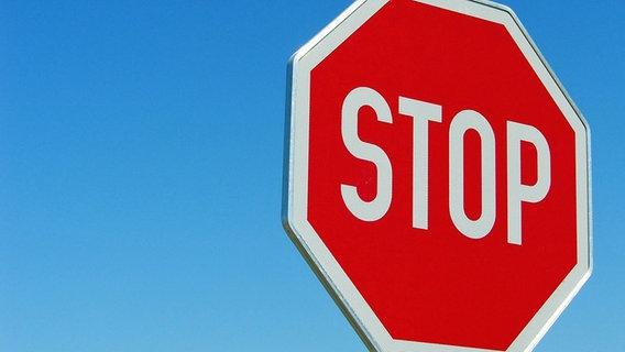 Bild eines Stopschilds © Picture-Alliance Foto: CHROMORANGE / Bilderbox