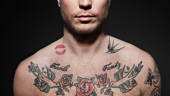 Tätowierter Oberkörper eines Mannes © Plainpicture/Maskot Foto: Maskot