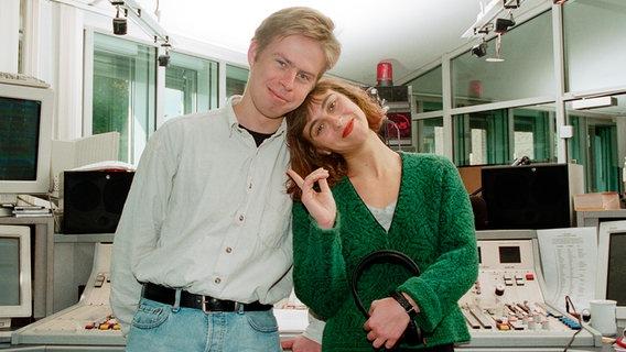 Norbert Grundei und Caren Miosga 1995 als Moderatoren bei N-JOY © NDR