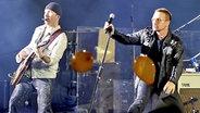 Bono und The Edge von U2 auf der Bühne © dpa - Bildfunk