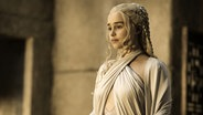"Die Schauspielerin Emilia Clarke in einer Szene der Serie ""Game of Thrones"". © picture alliance / AP Photo Fotograf: Helen Sloane"