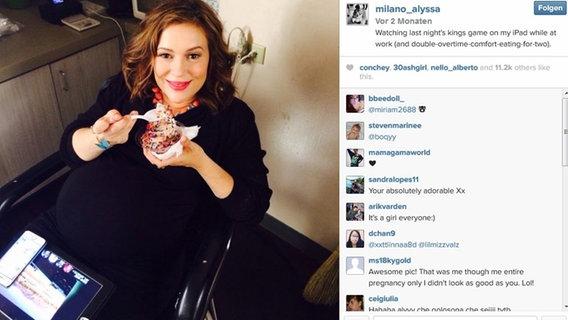 Michelle hunziker kündigt bei facebook ihre zweite schwangerschaft an