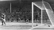 Der Sportpannenklassiker: Das Wembley-Tor von 1966.